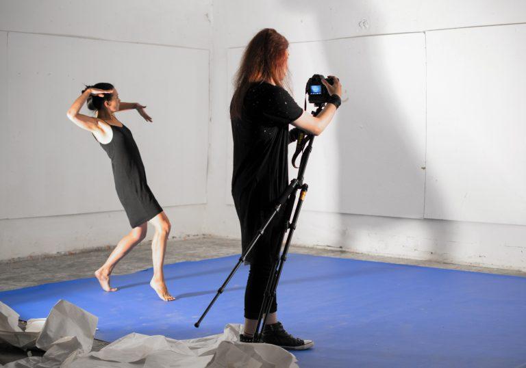 anina Akhmetova und Sam Beklik, Klasse von Maha Maamoun
