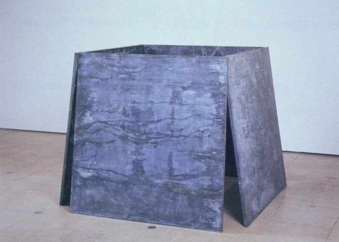 Richard-Serra-One-Ton-Prop-House-of-Cards-1969-1-880x669